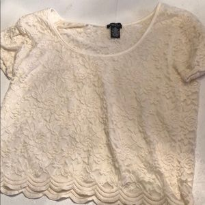 💚 2/30 Cream colored cropped shirt